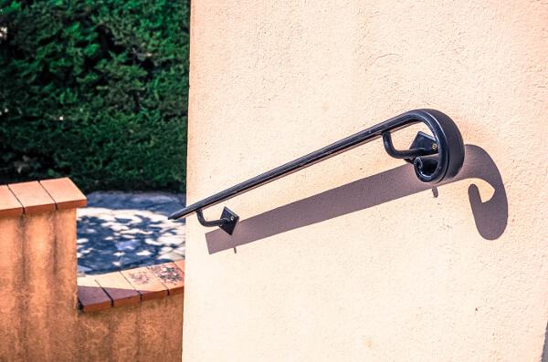 Rampes garde corps et mains courantes en fer forg la for Norme escalier exterieur public